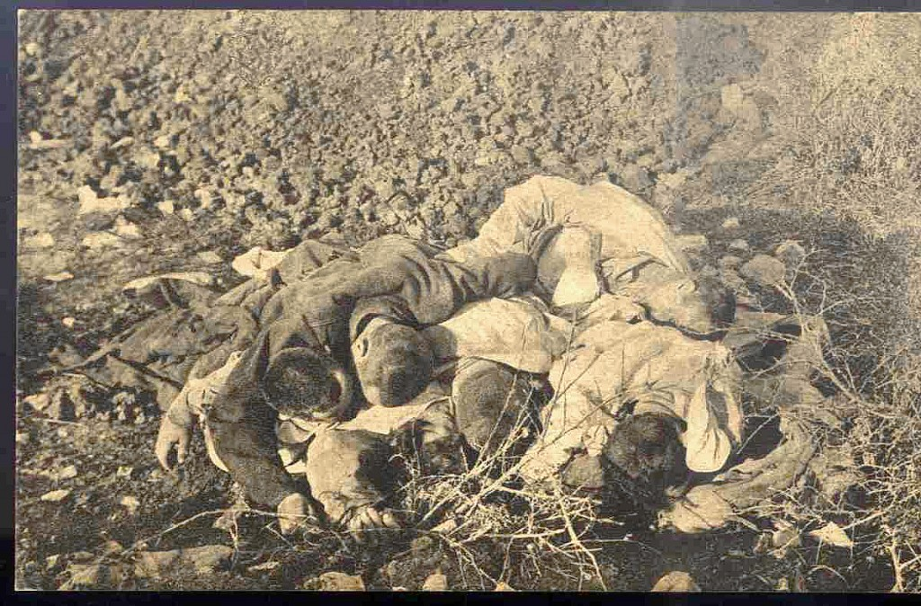 12. Mrtvi srpski vojnici od gladi kod Ljesa u Albaniji 1915.