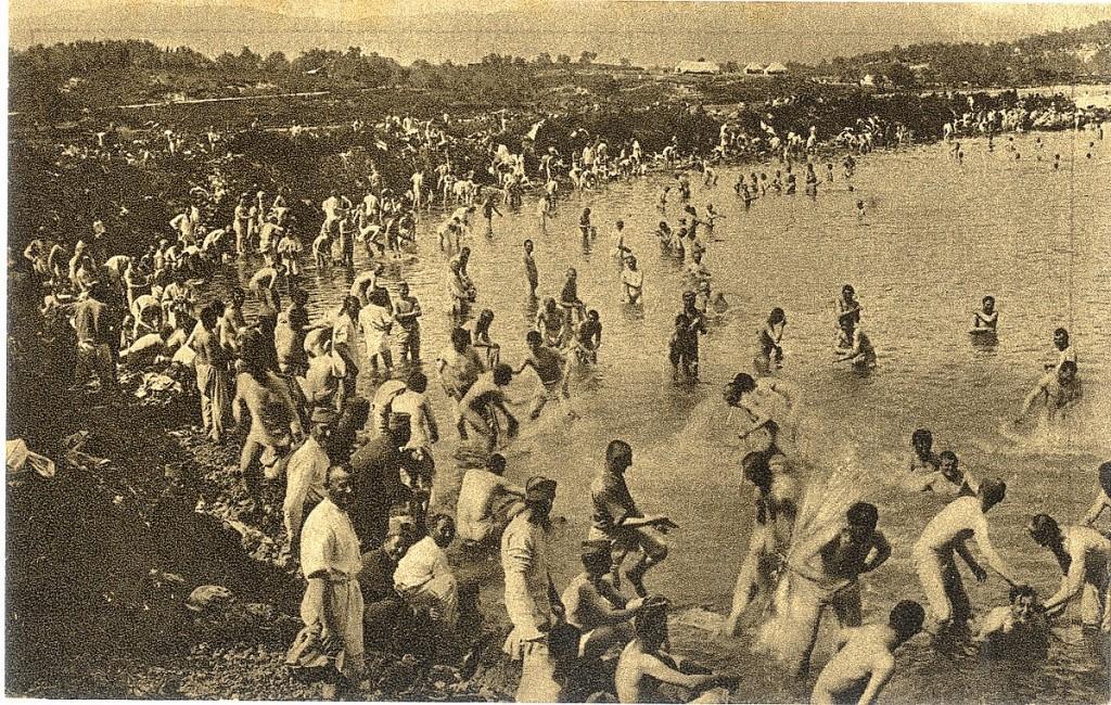 16. Srpski vojnici se kupaju u moru na Krfu, 1916