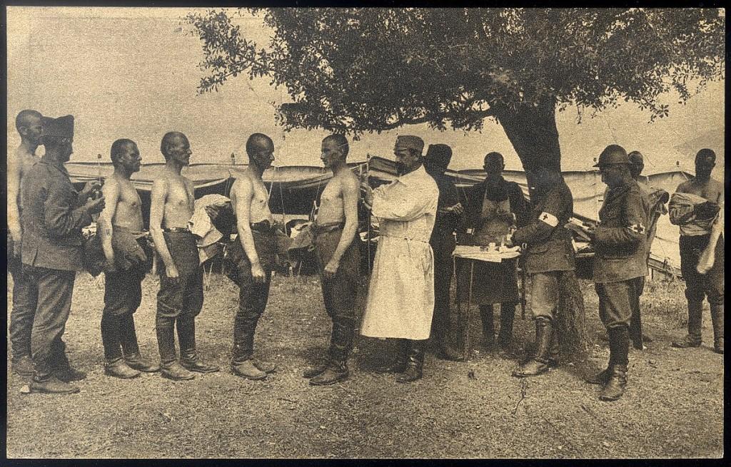 22. Pelcovanje srpskih vojnika protiv tifusa i kolere u Solunu 1916. godine